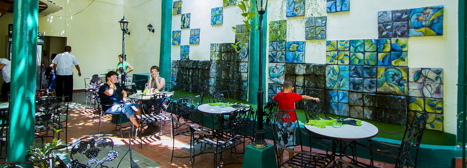 Bosque Bologna bar outdoor, green and white walls