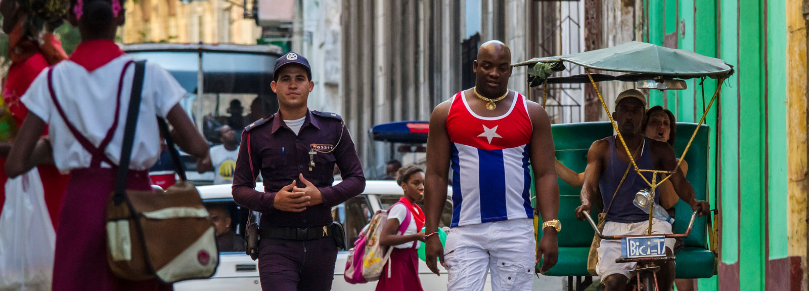 Centro Habana – police man and young man with Cuban flag shirt