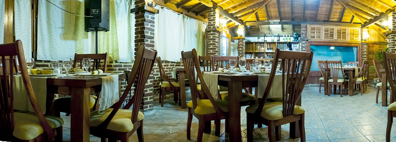 Fontana restaurant in Miramar outdoor with stone decoration and plants and blue lights