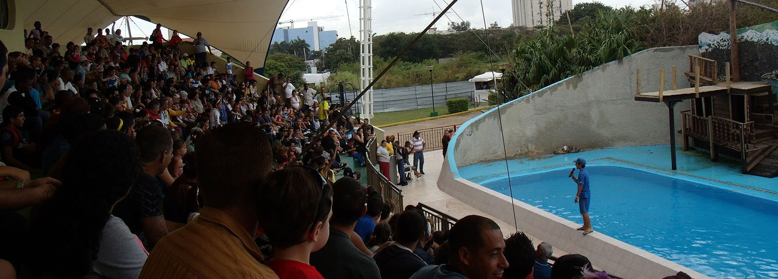 National acuarium, people in the audience of a show