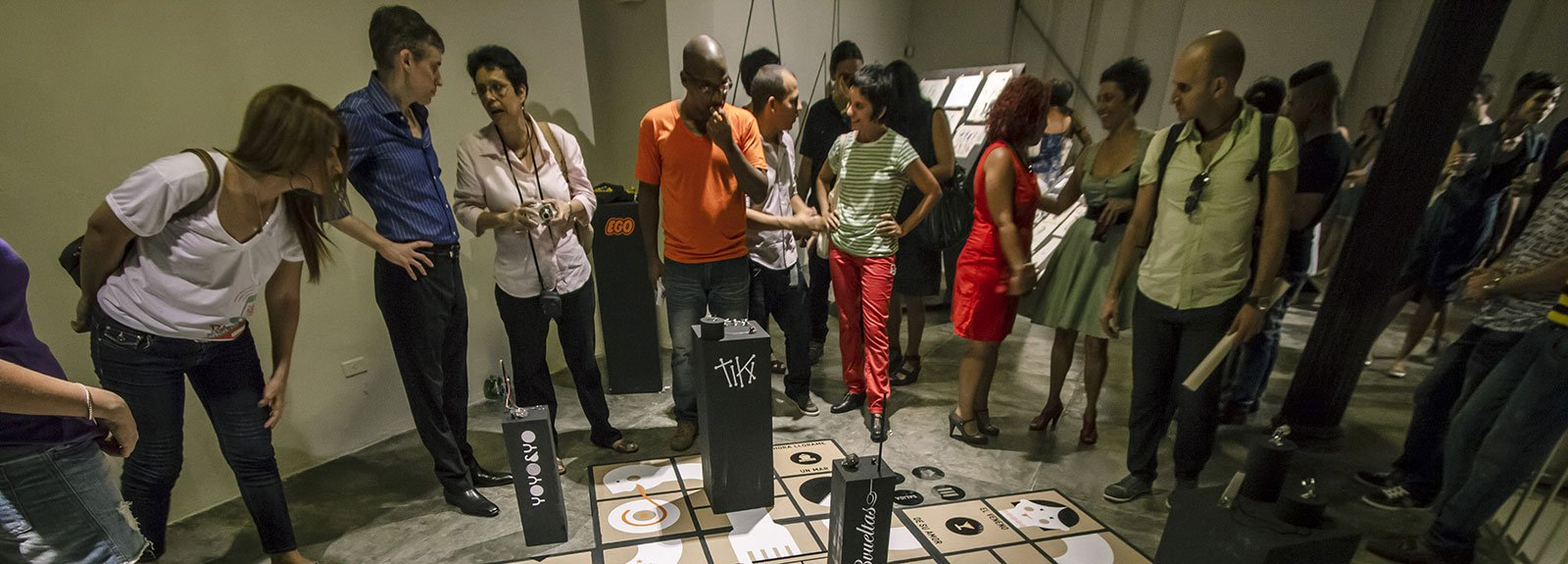 People on an art exhibition on Factia Habana Gallery, papers on the floor with Blak details