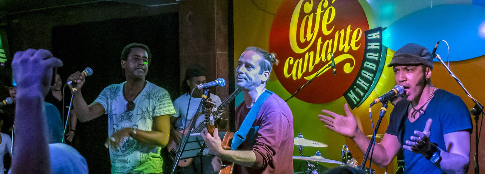 Habana abierta in concert at Cafe cantante