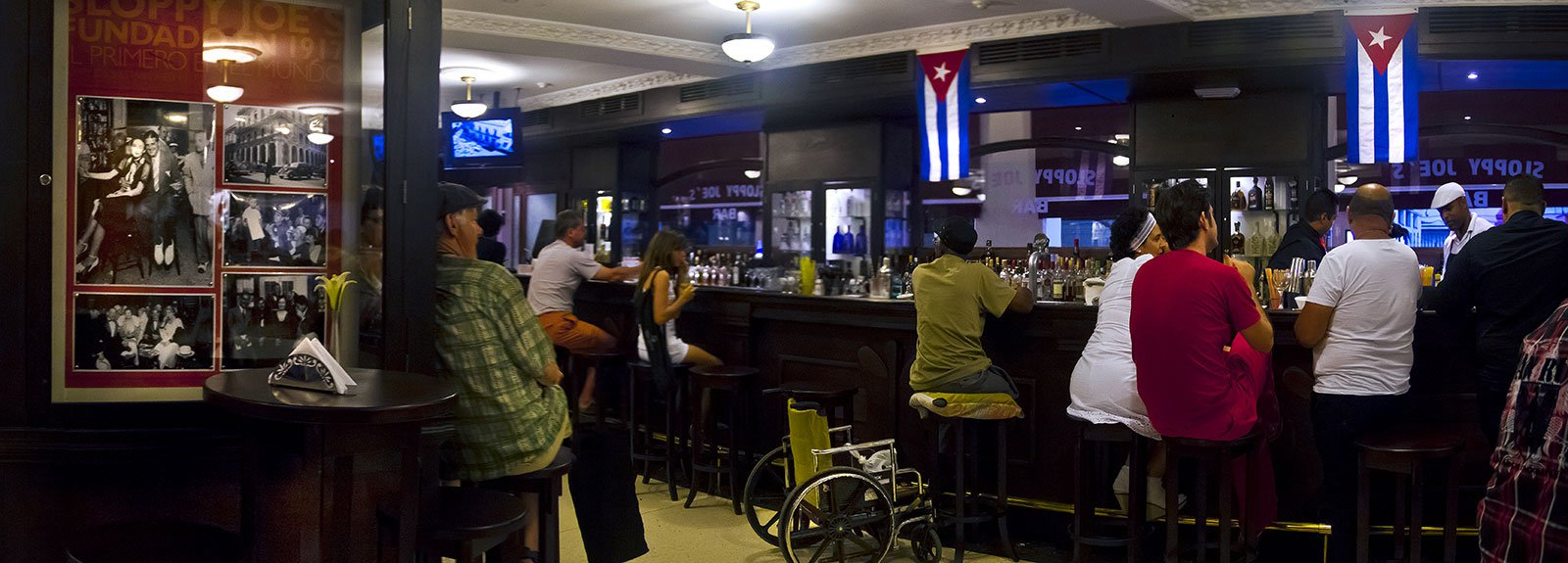 Sloppy Joe's in Old Havana, people having drinks