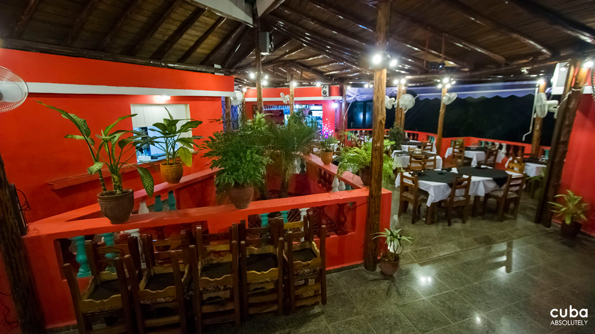 This is a new paladar in the Miramar area. It is located on a nice terrace and has a big screen where you can enjoy music videos while you eat (in case this is your cup of tea…it's not mine). The focaccia was amazing, even the take away was fresh and crispy the following day and the pizza was good, too. But unfortunately I made the mistake of ordering the filet mignon. Havana, Cuba