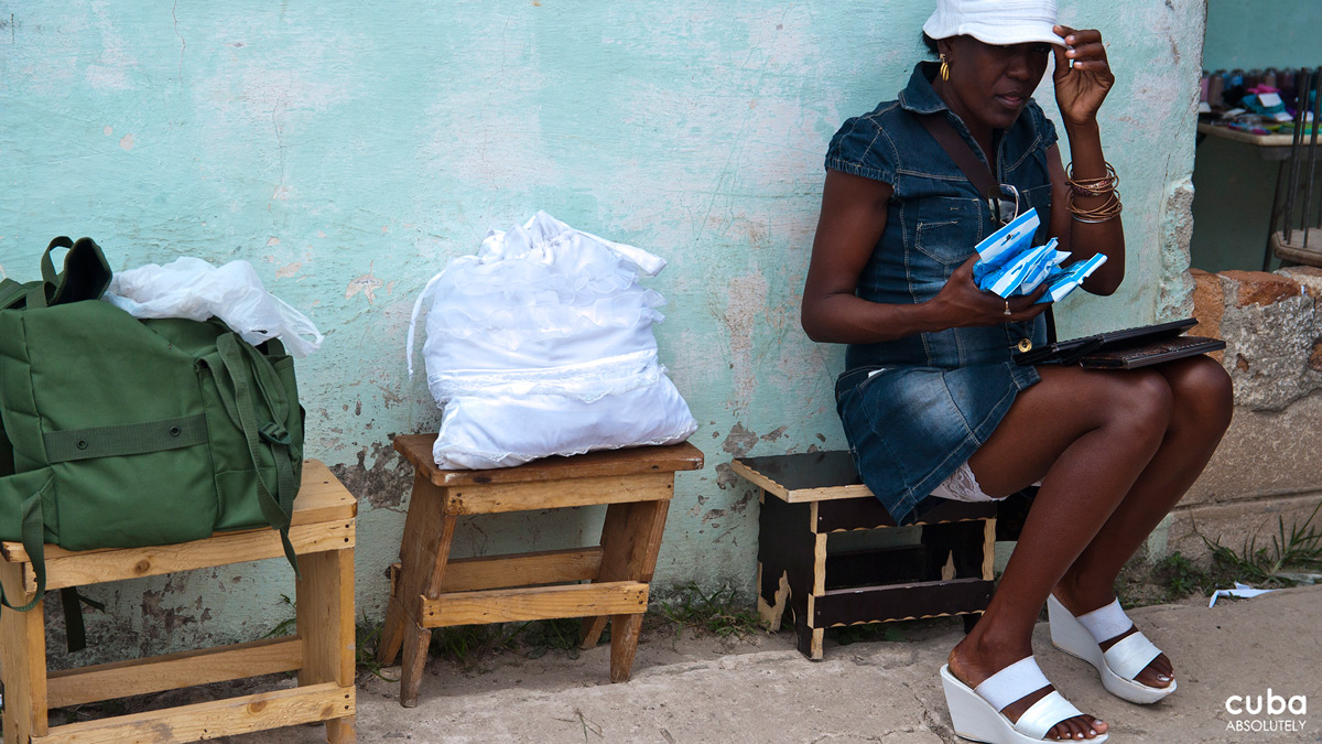 It's good to have your merchandise in bags when you are selliing black market goods. Havana, Cuba