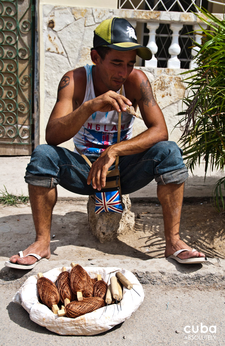 Tools and thread for cobblers. Havana, Cuba