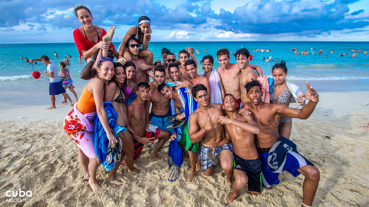 The University of Havana has developed a new custom that has nothing to do with academic matters—in fact, it couldn't be more different. A group of fun-loving college students decided to organize a beach party where they could enjoy the beach and the sun. Havana, Cuba
