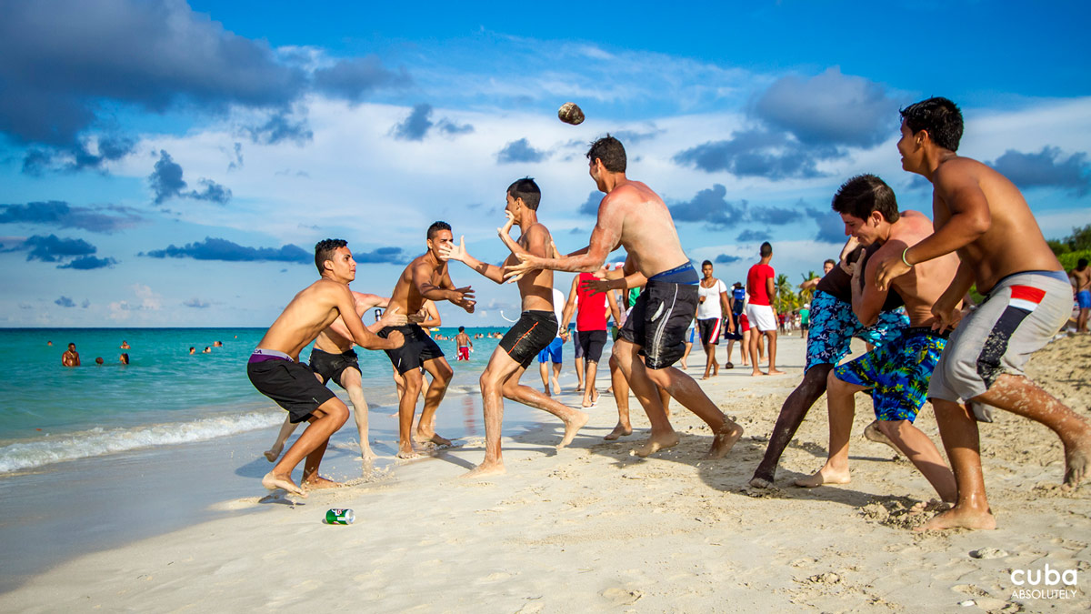 The party is held at a closed beach to avoid unpleasant and unwanted visitors that may spoil the fun. Admission is through tickets that are sold at the different faculties a week prior to the get-together. Havana, Cuba