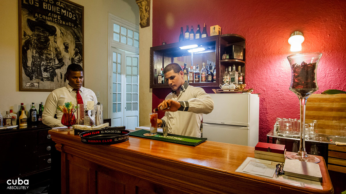 Bar Bohemio is an ideal place to relax either alone or with your life partner. Havana, Cuba