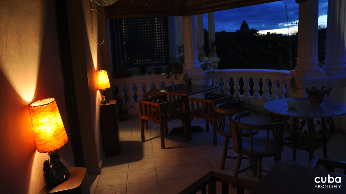 What this place has going for it are the comfortable seating areas—I'm especially partial to the terrace balcony and the living room in the back—cool music, arty atmosphere, and yummy desserts. Havana, Cuba