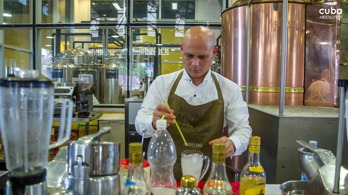 The building hosts a new micro-brewery equipped with Austrian technology from the company SALM which has invested half a million US dollars in this initiative. Havana, Cuba