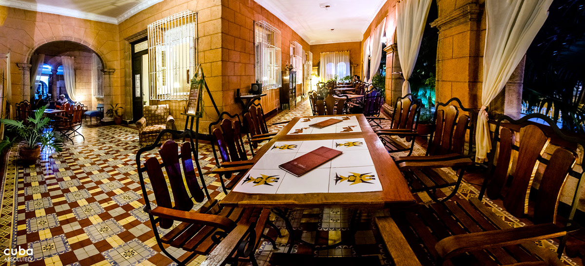 Bar Bohemio is an extremely comfortable and warm place with great music, which makes it a perfect spot to meet up with friends for (calm) drinks. There is a large patio terrace outside and nice space inside the spacious Vedado mansion. Havana, Cuba