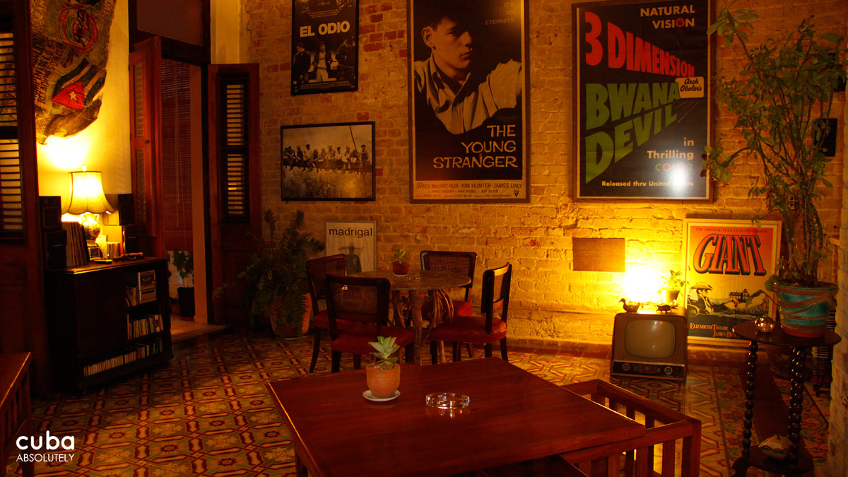 The last two times I was in this nice looking bar in the Vedado area I was with a fairly large group of friends, and I would be lying if I said we had a bad time. We had a blast! But it would have been even better if we hadn't had to wait up 20 minutes for a daiquiri. The bartender was a very nice fellow, but he made each on separately when we had ordered five at the same time! Havana, Cuba