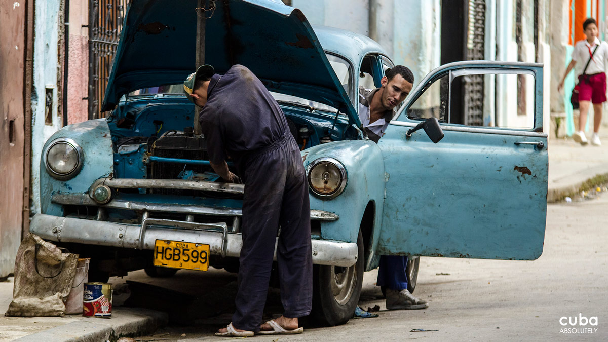 """The cars are a vintage car collector's Christmas morning--a stream of 50s-era American clunkers that, if properly restored, would probably sell for more than four years of tuition at an Ivy Leauge school. But note the above-mentioned """"if restored."""" Havana, Cuba"""