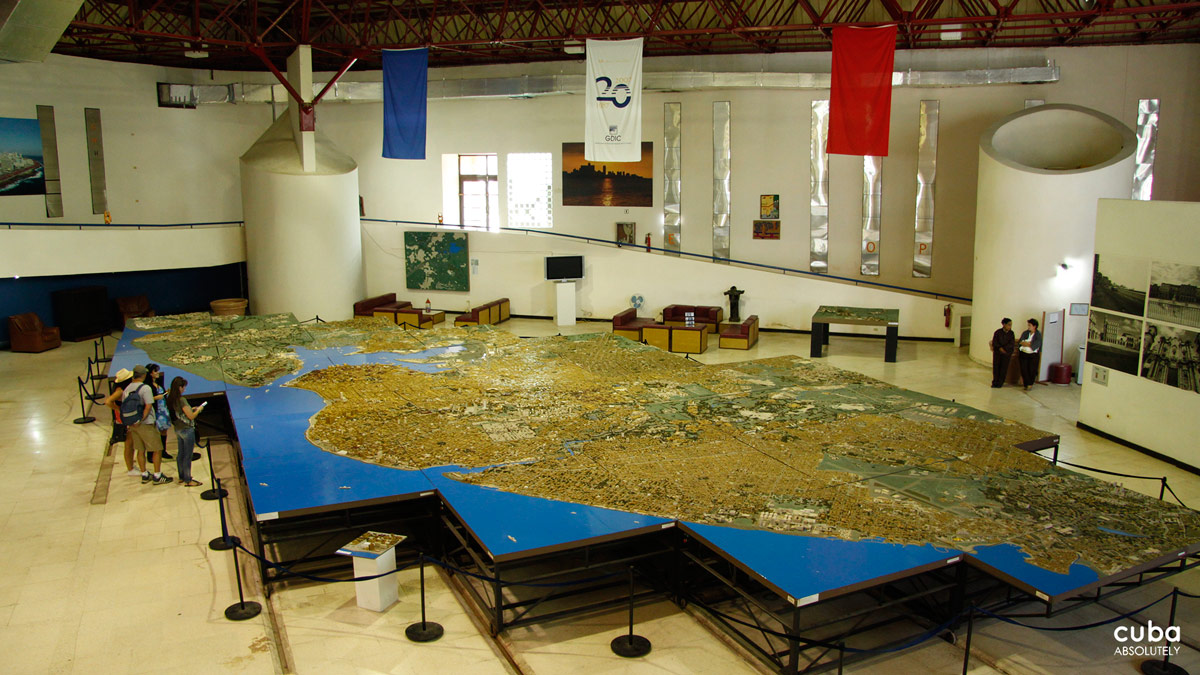 This model was built at a scale of 1:1000 and spans over 144 square meters (1,550 sq ft) which is equal to 144 sq km. It is approximately 22 meters long and 10 meters wide and weighs six tons. Havana, Cuba
