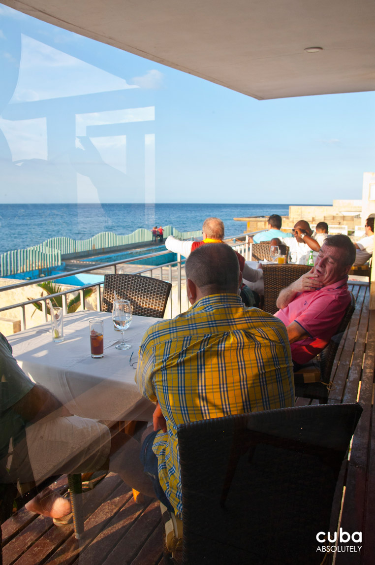 In one of the most beautiful paladares of the island, in a contemporary house, with a gorgeous pool, a magnificent view of the sea, and really good food, why in the world did anybody think they needed a guitar player singing Guantanamera and Hasta Siempre (the Che Guevara hymn)? Havana, Cuba
