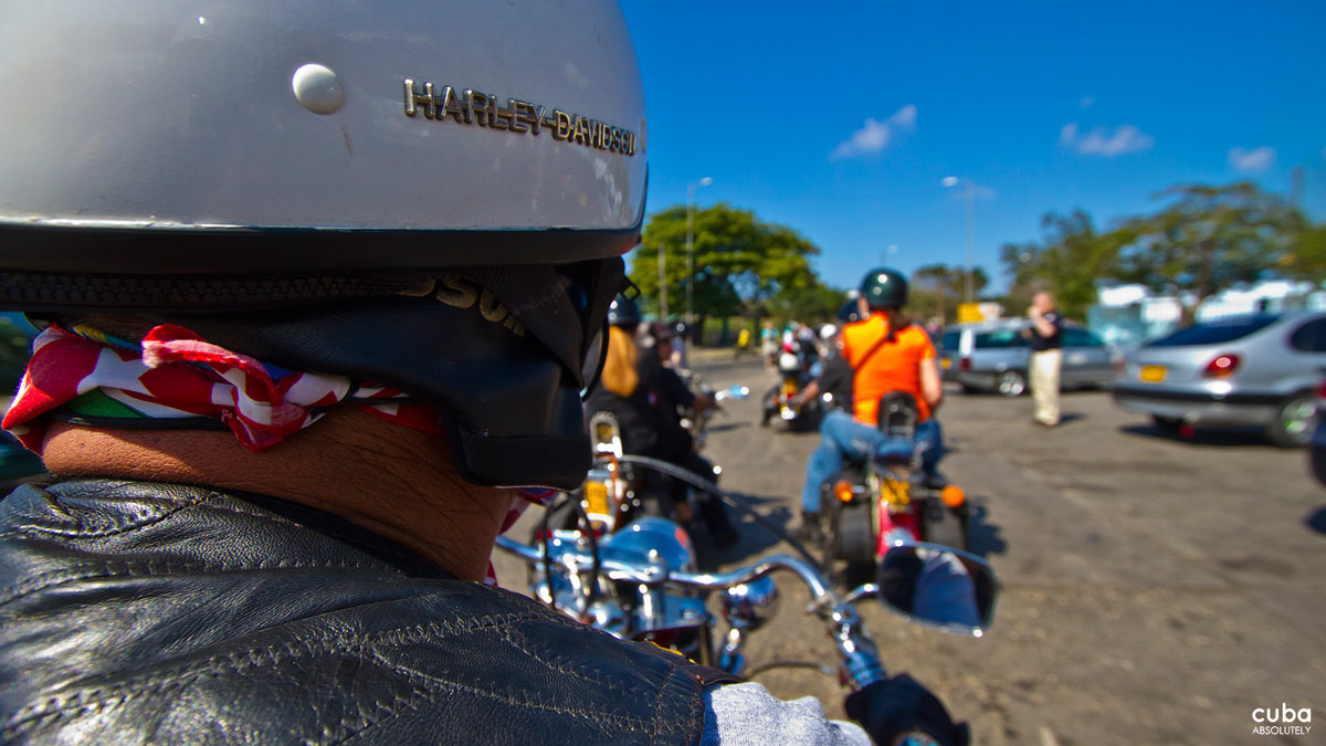 This past weekend, I was thrust into one of Cuba's most prismatic and emblematic subcultures and scenes: I rode along on the country's first Harley rally, when over 50 riders made their way to Varadero on pre-1960 bikes from as far as Pinar del Río and Camagüey for three days in hog heaven. Havana-Varadero, Cuba