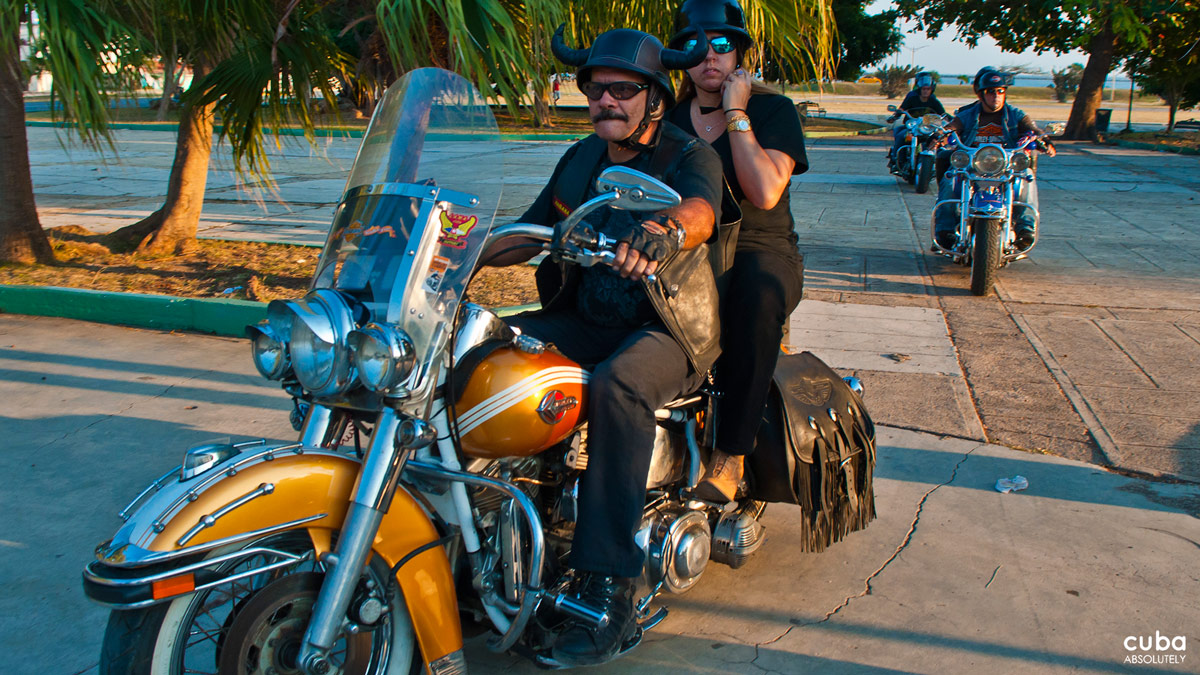 Three hours later, everybody was ready to hit the road: Cuban, Italian and Spanish bikers would join some Canadian colleagues who were already in Varadero. Havana, Cuba