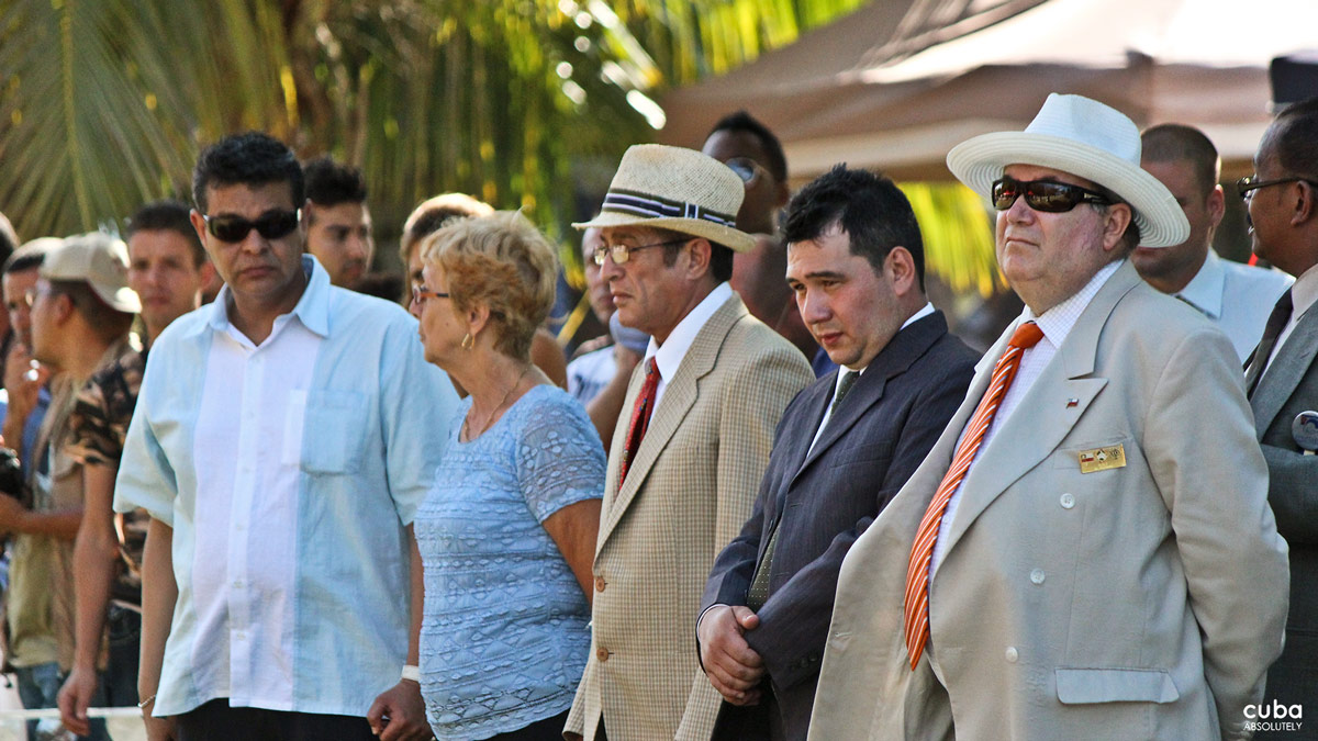 One thing that caught my attention was the judges' and handlers' attire. Under the radiant Havana sun and at a temperature of over 30 0C, they wore jackets more appropriate for the first dog show held in Newcastle upon Tyne in 1859, than for the tropics. Havana, Cuba