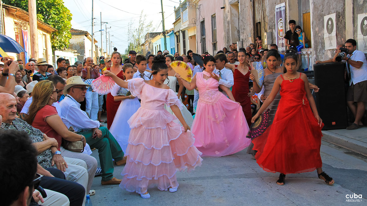 Alongside the competition that awards prizes for fiction and documentary films, there are also meetings, concerts, recitals and art exhibitions. Havana, Cuba