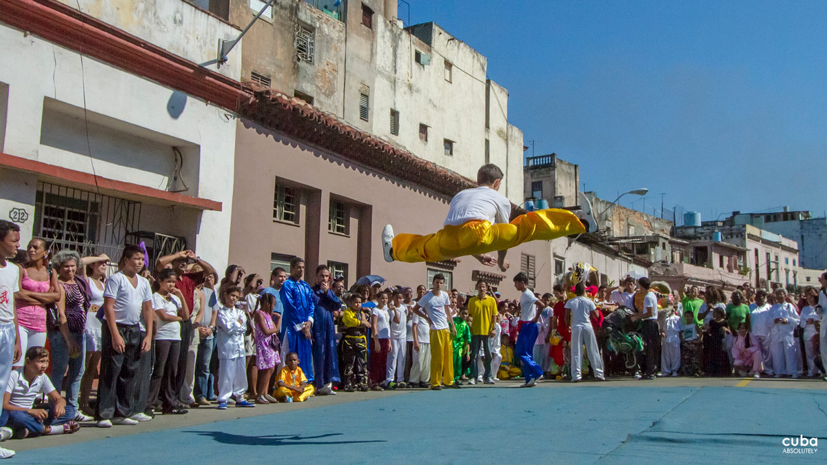 During the celebration of the Chinese New Year, the streets are packed with women, men and children of all ages, Chinese descendants and Cubans in general, who have come to see the dances performed to the sound of gongs and drums as they parade down the street. Havana, Cuba