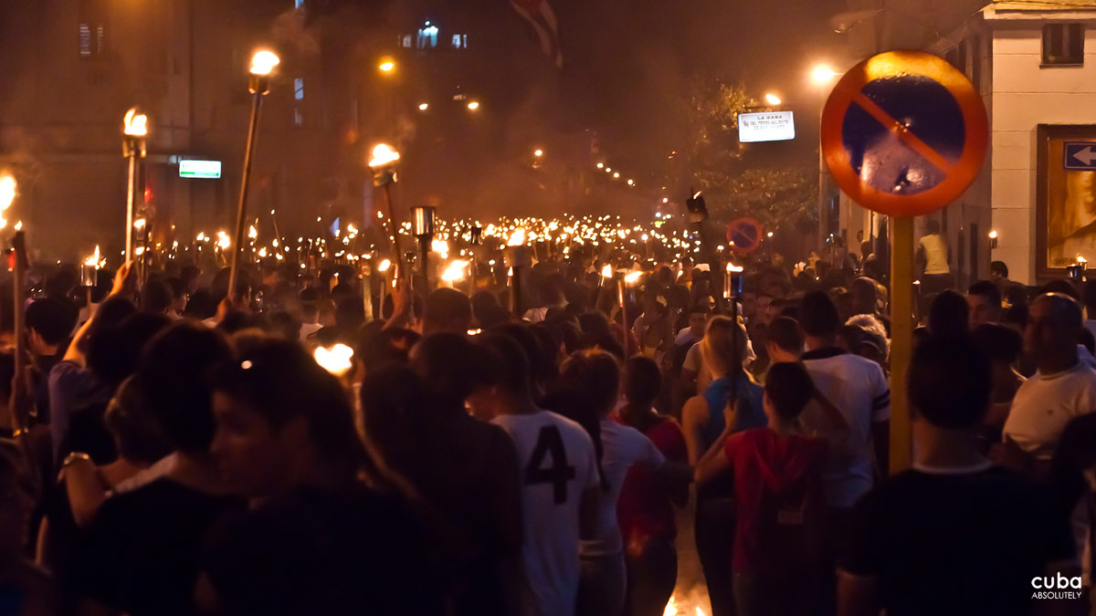 This was the situation that prevailed that Tuesday, January 27, at 11:30 pm when a huge mass of torch-bearing youth and people in general began to descend the steps of the University of Havana down San Lázaro St. to Infanta Ave. Havana, Cuba
