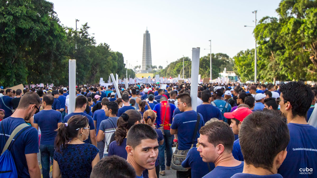 You might think that May 1st celebration is old people's business, but you'd be amazed at how many young people you'll actually find there! Havana, Cuba