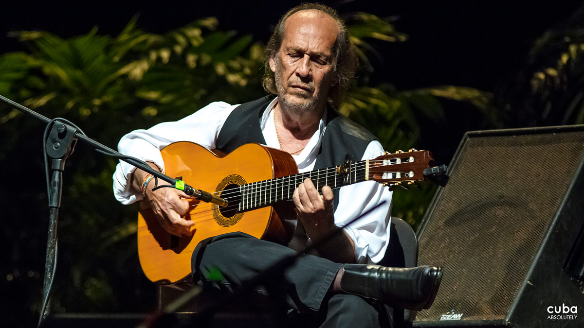 The Guitar Festival of Havana was founded in 1982 by the superb guitarist, composer and orchestra conductor Leo Brouwer; in previous editions he managed to assemble significant figures from the world of international guitar such as Ichiro Suzuki from Japan, Costas Cotsiolis from Greece, Paco de Lucia from Spain, the Argentine Maria Luisa Anido, Francis Bebey from the Cameroons, David Russell and John Williams from Britain and the Venezuelan Alirio Diaz to the Cuban capital. Havana, Cuba