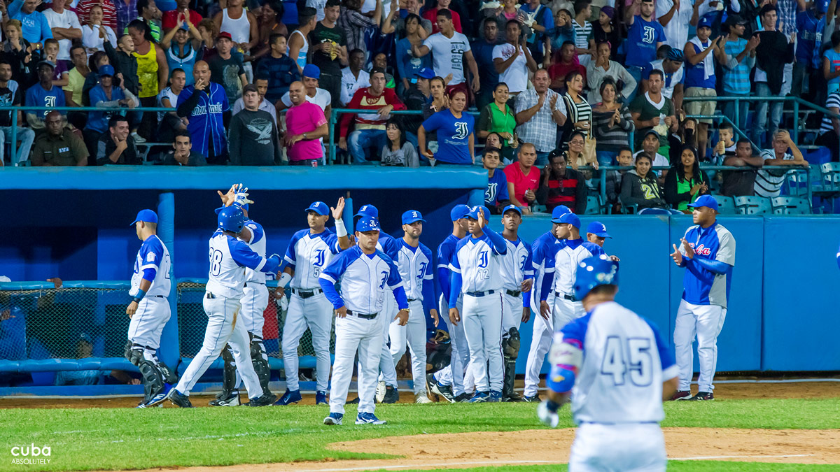 As the season nears its conclusion we have to follow our blue beating heart and side with Havana's Industriales who will face Matanzas's Cocodrilos in Cuba's Championship series from April 8-17. Havana, Cuba