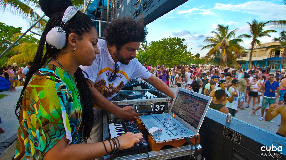 Participating DJs included the ever-popular Wichy de Vedado, Eddy Gt, Iván Lejardi, and Xander Black, but the highlight of the festival was the performance of GBass Beat (Bjoyce, Paula and Sahria), the first female DJs in Cuba's electronic music scene. Havana, Cuba