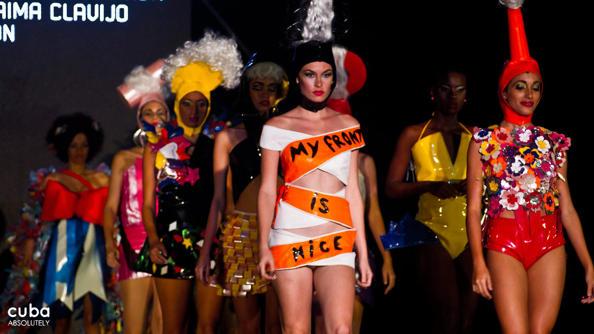 The Arte y Moda fashion show—which pairs together Cuban artists and designers—is now in its 7th year and is undoubtedly true to this spirit. This year's show was dedicated to extreme clothes, as if the inhabitants of this gregarious city would need any encouragement! Havana, Cuba