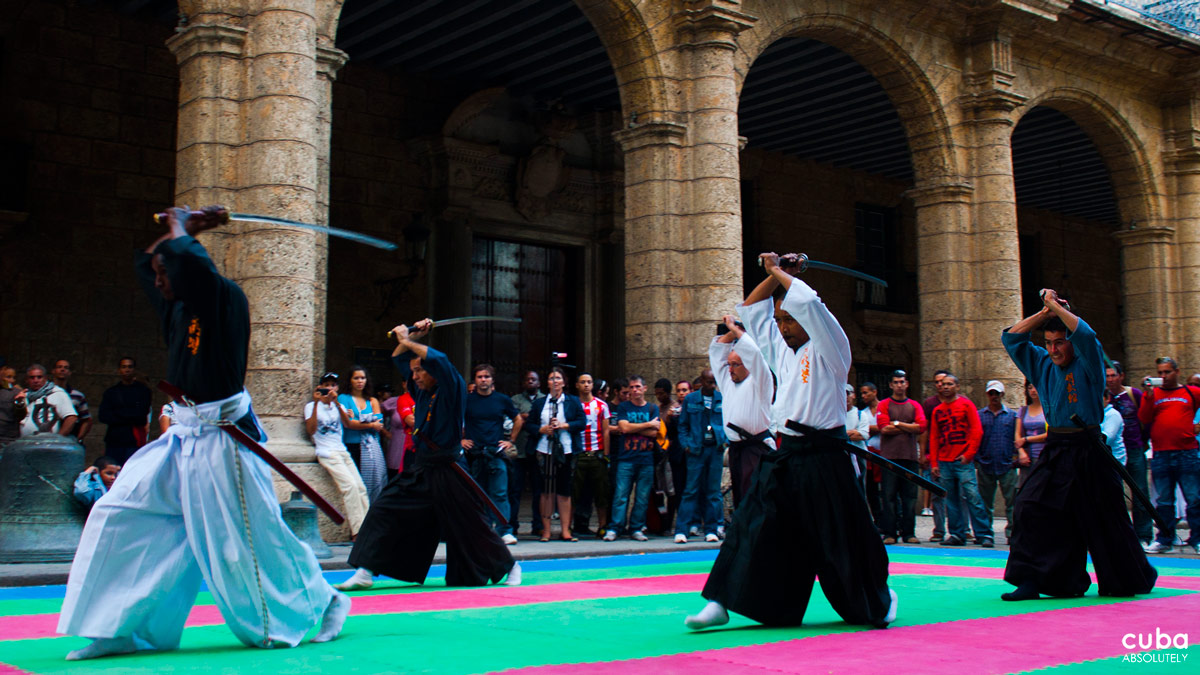 The week was started with a spectacular demonstration of Japanese martial arts, Aikido, Karate Shito Ryu, Daito Ryu, Ninjutsu, Iaido, Kendo and Naginata. The antiquity and style of the setting in Plaza San Francisco suited the displays by Japanese samurai and provided the perfect backdrop to the flashing swords and black suited ninjas (perhaps I am getting carried away!). Havana, Cuba