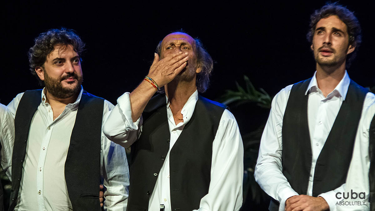 "Paco de Lucía dazzled the audience in a program that little by little mixed the ""purest"" flamenco with jazz, Latin rhythms and son. This he accomplished thanks to his intact virtuosity and artistry, acquired through years of training and an intense international career. Havana, Cuba"